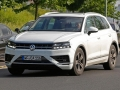 2018 Volkswagen Touareg front