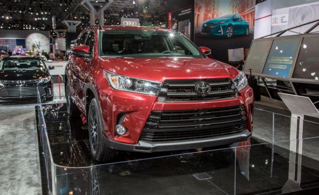 2017 Toyota Highlander front