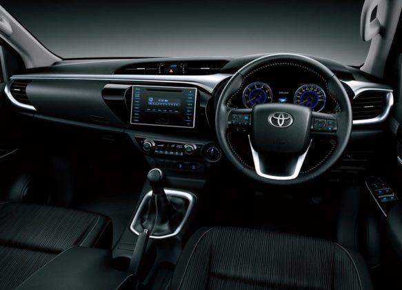 2017 Toyota Hilux Dashboard 583x420