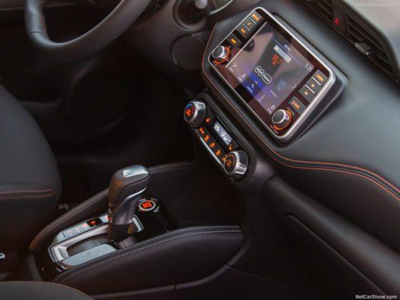 2018 Nissan Kicks display 560x420