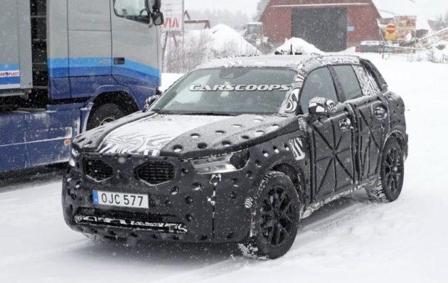 2018 Volvo XC40 parking 630x398