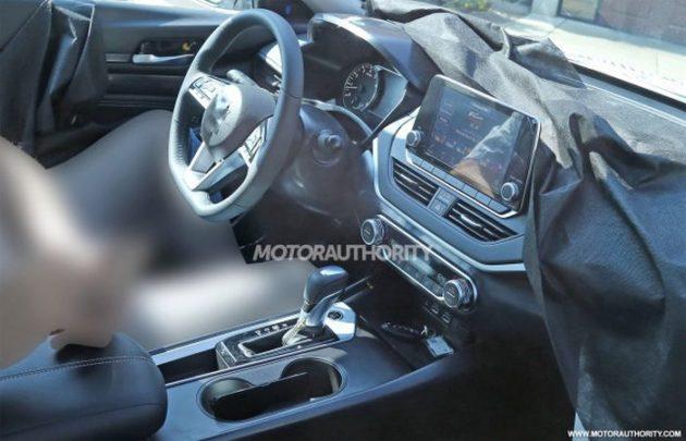2019 Nissan Altima interior 630x405